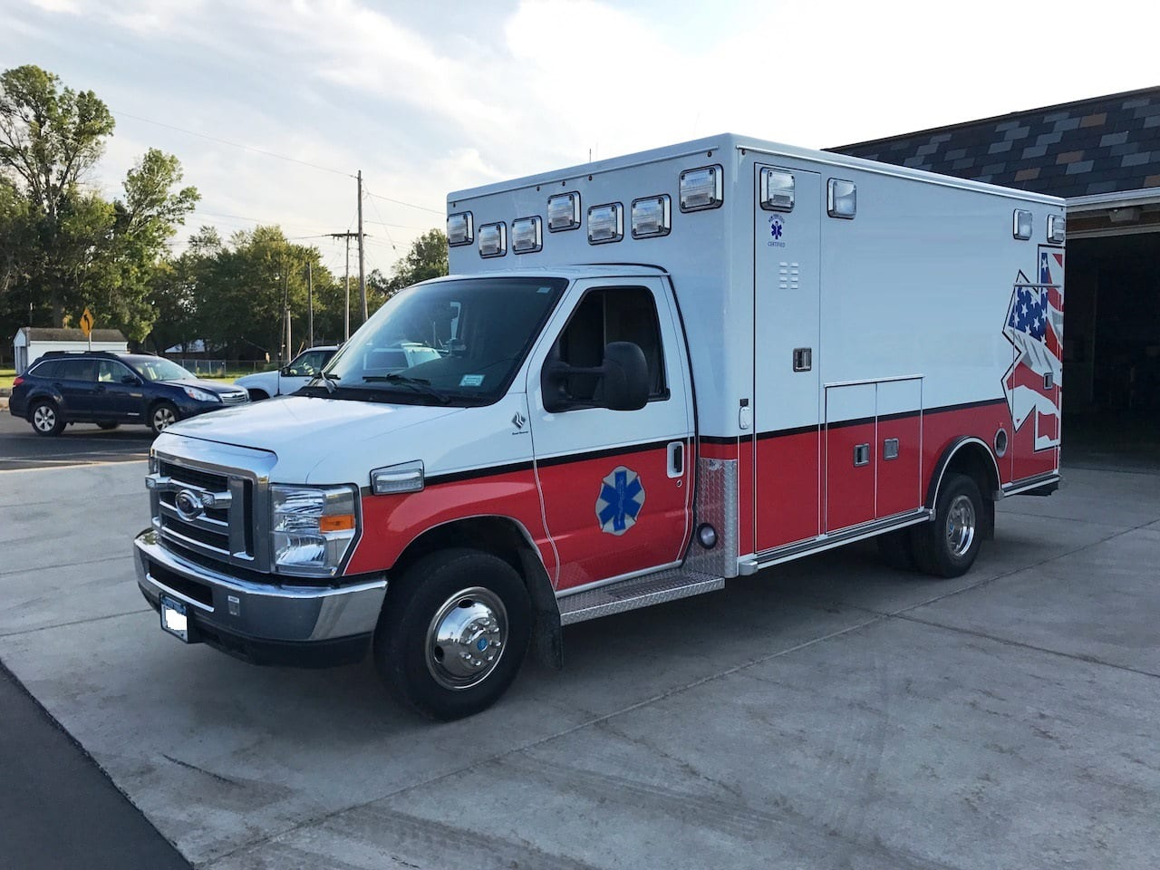 Used 2015 Ford E-450 Like New Road Rescue Ambulance for Sale